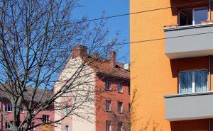 Hausfassaden und Baum: Foto: Anna Jauch