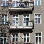 Fassadendetail mit Balkonen
