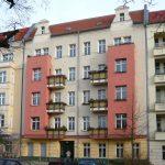 Fassade in Gelb- und Rottönen