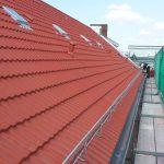 Frisch gedecktes Dach, Baugerüst