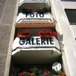 """""""Foto-Galerie"""" Schrift an Balkonen"""