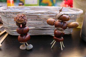 Figuren aus Kastanien, Eicheln und Zahnstochern