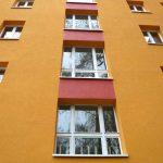 Marchlewskistraße 81-87, Fassadendetail gelb-rot