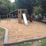Spielplatz mit frisch geharktem Sand
