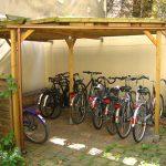 Rudolfstraße 13, Hof mit überdachtem Fahrradstellplatz