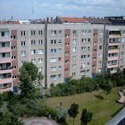Plattenbaukomplex an der Helsingforser Straße / Marchlewskistraße, Hofseite, quadratisch